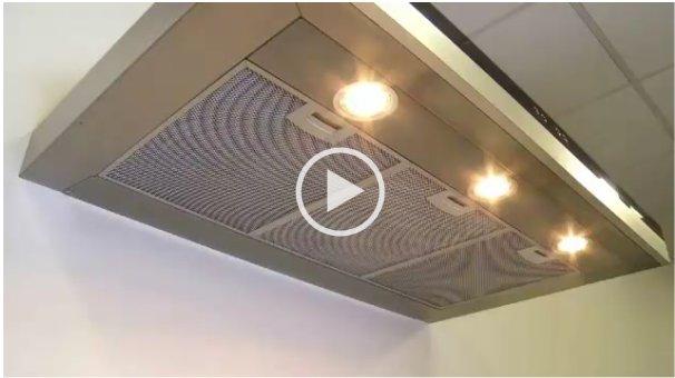 Metalen filters van een afzuigkap  dampkap reinigen  witgoedsupport & o # Wasbak Filter_230800
